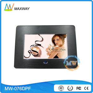 Plastic Material 7 Inch Digital Photo Frame with Battery Operated pictures & photos