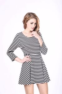Black and White Stripe Dress Long Sleeve Dress for Girl pictures & photos