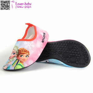 Comfortable Carton Aqua Water Beach Shoes for Kids Ty016 pictures & photos