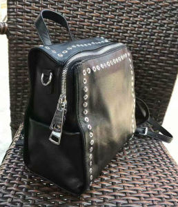 Fashion Style Willow Nail PU Backpack Leisure Ladies Backpack pictures & photos