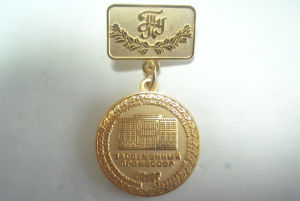 Gold Sandblast Military Medals Safety Pin Badge pictures & photos