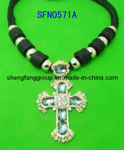 Fashion Jewelry Braid Fabric Cord with Cross Alloy with Crystal Charm Pendant Necklace Jewelry (SFN0571A)