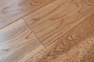 Three Layer Oak Solid Wood Flooring-Handscraped-Golden Color pictures & photos