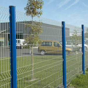 Latest Design Welded Mesh Fence Made in China pictures & photos