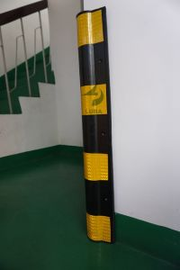 800mm High Reflective Rubber Corner Pillar Guard pictures & photos