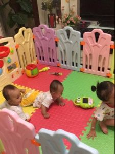 2017 Cute Kids Indoor Plastic Playard with Game Fence (HBS17074A) pictures & photos