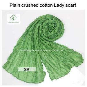 2017 Hot Sale Soft Cotton Plain Crushed Fashion Lady Scarf pictures & photos