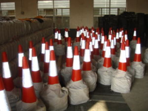 75 Cm 2.5kg Traffic Cones with Reflective Tape Cc-A02 pictures & photos