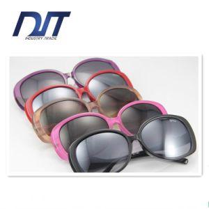 High Quality Ladies Fashion Sunglasses Plastic Frame Custom Design pictures & photos