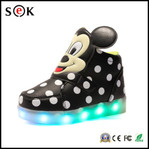 High Top Sneakers Light up Flashing Rechargeable LED Shoes for Kids with 7 Colors Lighting pictures & photos