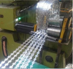Razor Barbed Wire / Concertina Razor Barbed Wire Fence / Galvanized and PVC Coated Barbed Wire From Yaqi Wire Mesh Company pictures & photos