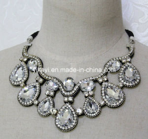 Lady Fashion Jewelry White Waterdrop Glass Crystal Pendant Necklace (JE0202) pictures & photos