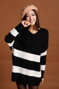 Women Fashion Acrylic Knitted Striped Loose Sweater (YKY2011) pictures & photos