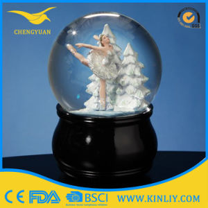 Polyresin Glass Water Globe Music Snow Ball Snow Globe Gift pictures & photos