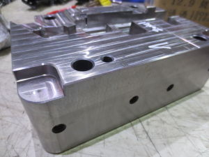Custom Round Cover Plastic Injection Mold Manufacturer pictures & photos