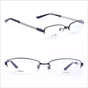 Titanium Frames/ Half-Rim Eyeglasses/Men′s Styles (8684) pictures & photos