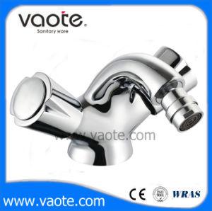 Double Handle Brass Body Bidet Faucet (VT61404) pictures & photos