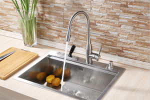 Deck Mounted Single Lever Pull out Kitchen Faucet pictures & photos