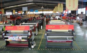 Hot and Cold Laminator, Pedal Control Machine, Heat Roll Laminating Machine pictures & photos