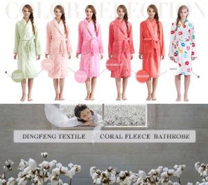 New Fashion Women′s Solid Color Coral Fleece Bathrobe Df-8835 pictures & photos