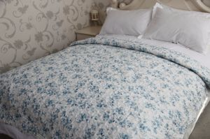 Blue and White Floral Cool Summer Quilt pictures & photos