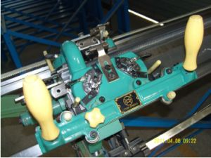 7g Hand Driven and Semi-Automatic Knitting Machine pictures & photos