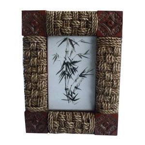 Rattan Weaved Photo Frame / Picture Frame as Wall Decoration pictures & photos