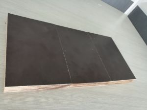 Premium 18mm Phenolic Glue Black Film Faced Marine Plywood pictures & photos