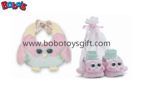 Plush Soft Pink Owl Baby Bib and Booties Gift Set Bosw1112 pictures & photos