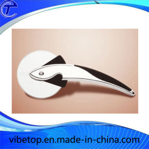 Single Wheel Stainless Steel Handhold Pizza Knife pictures & photos