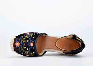 Lady Casual Beads Embroidery Suede Leather Women Rope Wedge Sandals pictures & photos