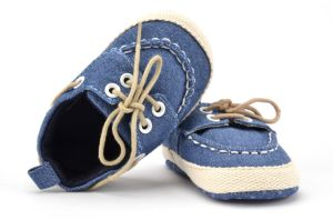 2017 Wholesale New Casual Shoes Soft Soles Indoor Toddler Baby Shoes pictures & photos