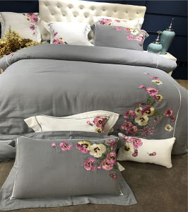 Environmental Luxury Cotton Hotel Bedding Comforter for Apartment pictures & photos