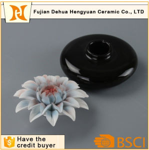 Hot Sale Black Ceramic Perfume Bottle with Flower Cap pictures & photos