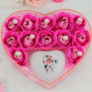 Custom High Quality Transparent Heart-Shaped Acrylic Rose Box pictures & photos