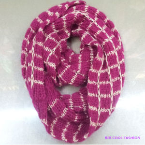 New Winter Fashion Acrylic Knitted Scarf pictures & photos
