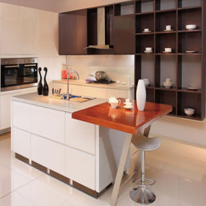 2015 Newest Designing White Kitchen Cabinet Furniture with Island Cabinet pictures & photos