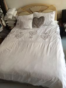Pure White Embroidery Heart Bedding Set pictures & photos