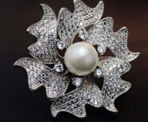 Pearl Zircon Silver Flower Metal Brooch pictures & photos