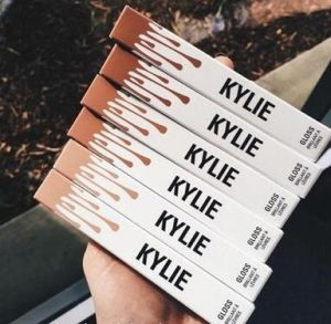 Kylie Lip Kit by Kylie Jenner Matte Cosmetic Lipgloss Individual Package 8 Color Matte Lipstick pictures & photos