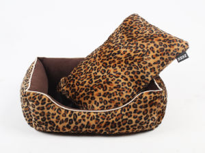 Pet Products Dog Cat Puppy Warm Bed (B016) pictures & photos
