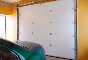 Ce Approved Remote Controlled Automatic Sectional Overhead Sandwich Garage Door with Windows and Passing Door pictures & photos