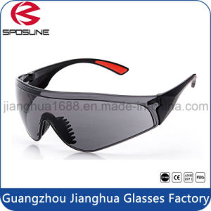 Wholesale Industrial Grey Anti UV Lens En166 Safety Glasses with Soft Rubber Nose Padded pictures & photos