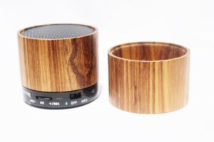 Ce FCC Approved Wooden Wireless Portable Bluetooth Speaker with Customized Logo pictures & photos