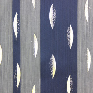 Hot Fashion 100% Polyester Silver Pressed Crinkle Fabric for Women Garment pictures & photos