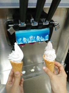 1. Ice Cream Machine with Precool Function Air Pump pictures & photos