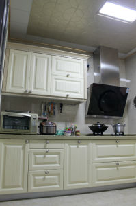 Wooden Kitchen Cabinet pictures & photos