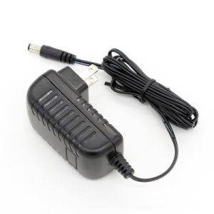 Wall Plug 12V 1.5A AC/DC Power Adapter for LED with FCC UL Certificate pictures & photos