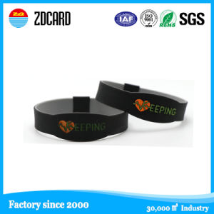 Debossed/Embssed/Print Silicone Wristband pictures & photos