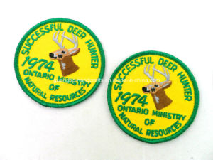 Custom 100% Polyester Overlock Embroidery Emblem pictures & photos